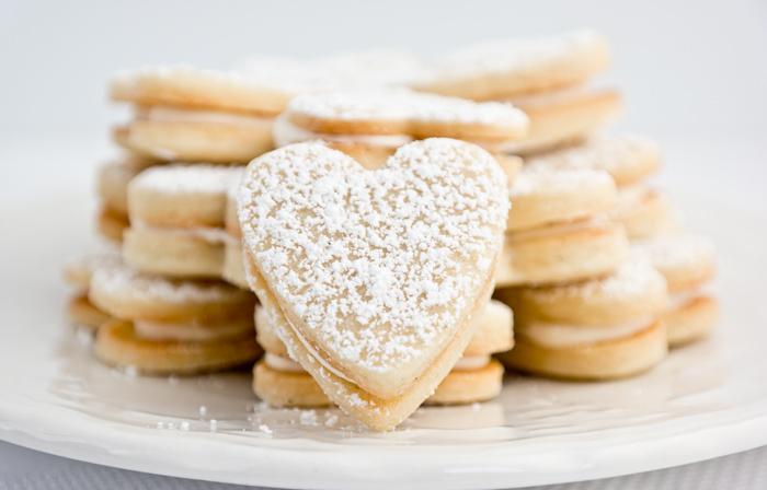vanilla curd sandwich cookie