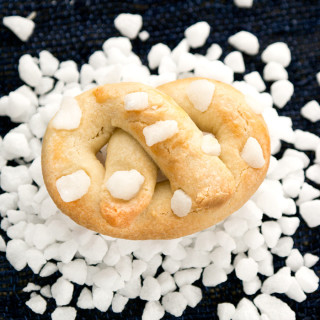 pearl-sugar-butter-pretzels