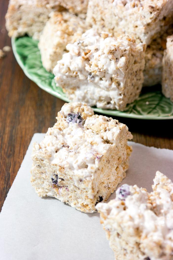 blueberry-granola-marshmallow-squares
