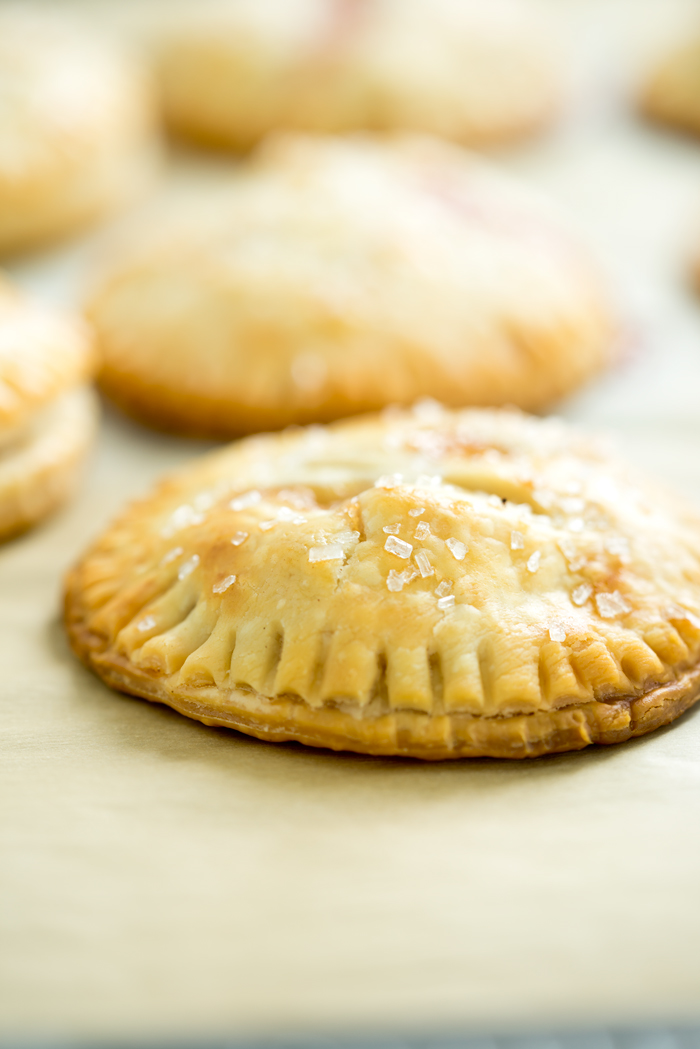 Easy Peachy Hand Pies. Sweet, juicy, ripe peaches in cute little individual buttery crusted hand pies. You'll love to bake of this recipe! | thesugarcoatedcottage.com