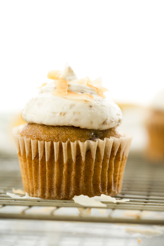 Hummingbird Cupcakes & Toasted Coconut Buttercream. A southern classic topped with a swirl of smooth and creamy toasted coconut buttercream. | thesugarcoatedcottage.com #banana #cupcake #hummingbird