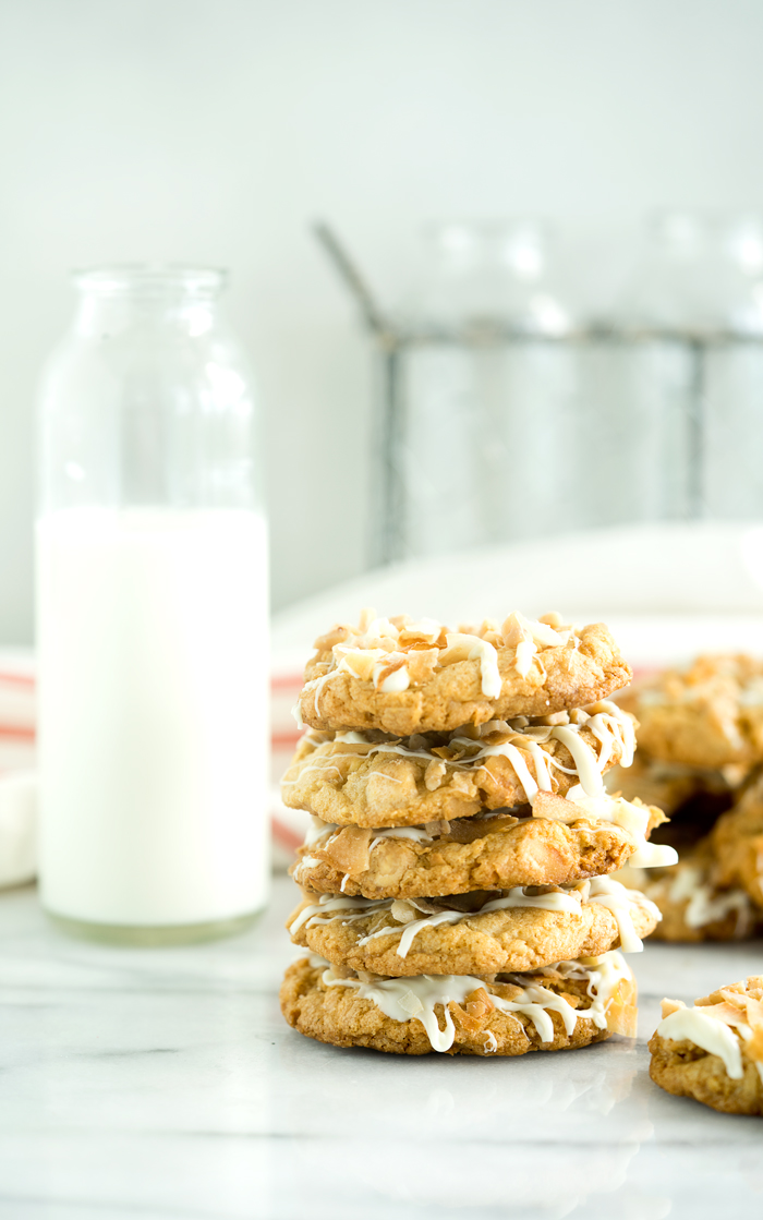 White Chocolate Coconut Toffee Cookies. These best flavors all in one cookie. | thesugarcoatedcottage.com | #cookie #whitechocolate #coconut #toffee