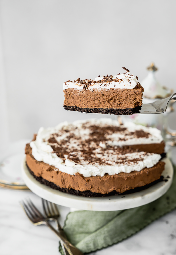 No Bake Chocolate Espresso Mousse Tart. NO BAKE!! Smooth creamy chocolate espresso mousse with a crunchy (but sturdy) cookie crust. | no bake, tart, ganache