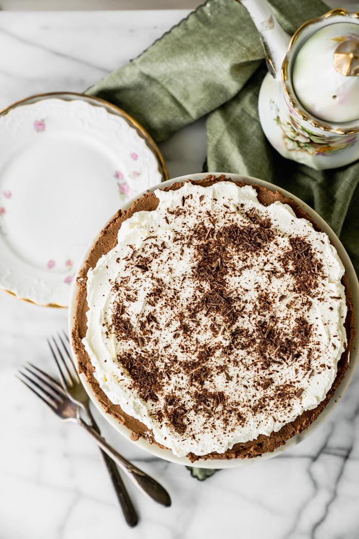No Bake Chocolate Espresso Mousse Tart. NO BAKE!! Smooth creamy chocolate espresso mousse with a crunchy (but sturdy) cookie crust. | no bake, tart, ganache