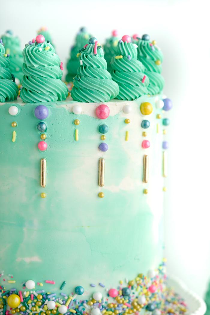 Lemon Raspberry Cake Recipe. Plus my classy cake hacks! | thesugarcoatedcottage.com #cake #cakedecorating #cakemixhack #recipe #buttercream #weddingcake