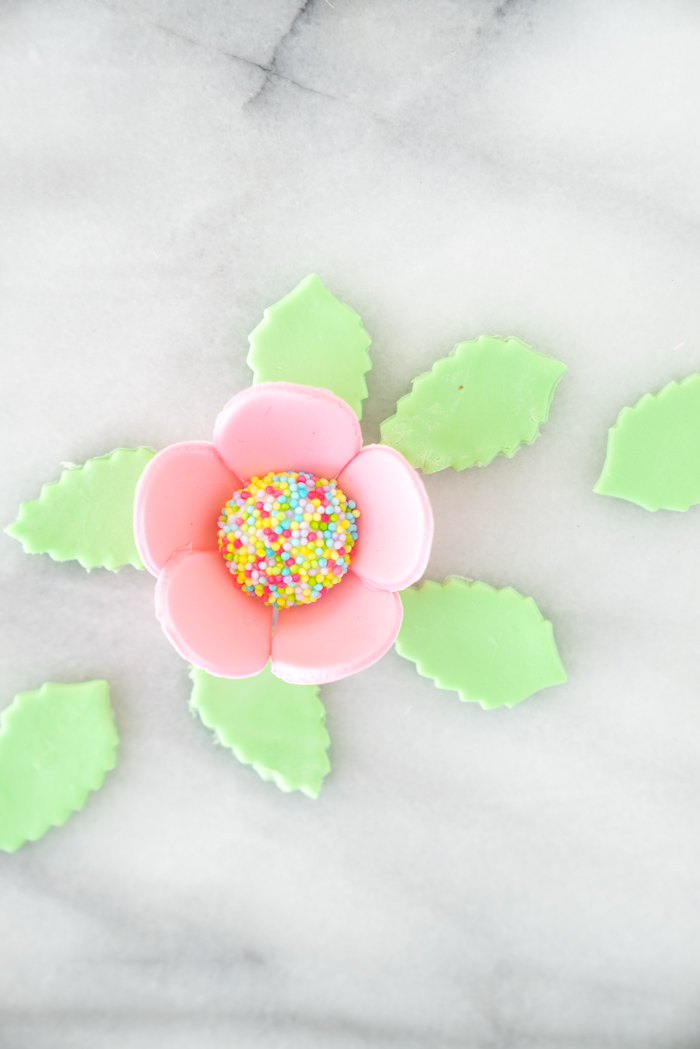Spring Inspired Gumpaste Flowers Tutorial. | thesugarcoatedcottage.com #cakedecorating #gumpasteflowers #gumpaste #howto #tutorial