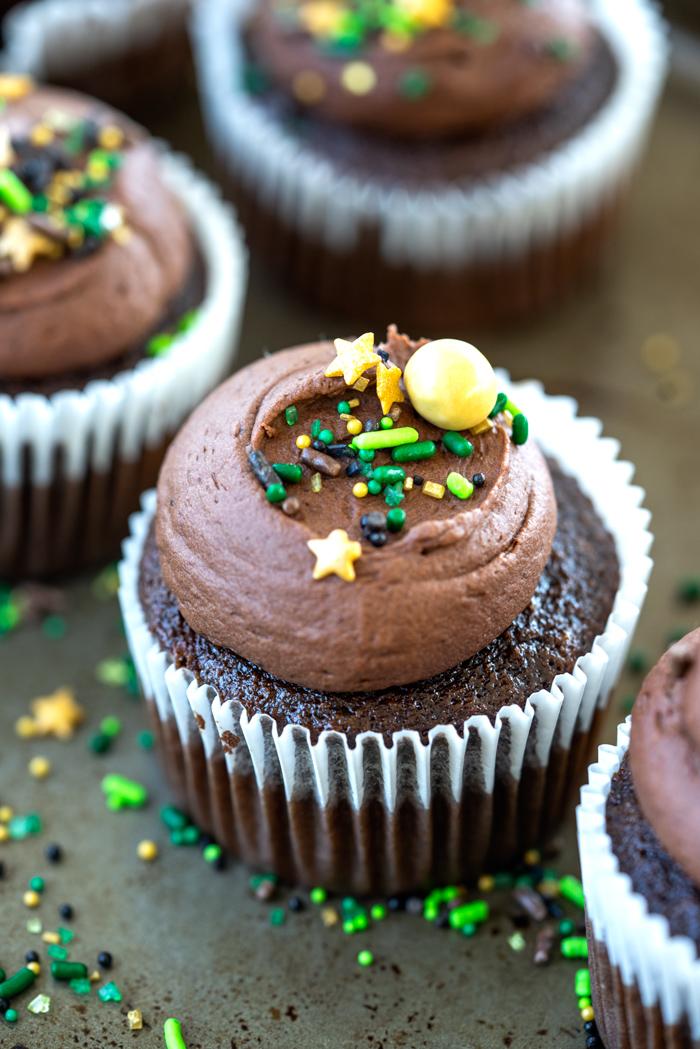 Super Moist Chocolate Mayonaise Cupcakes. Delicious chocolate cupcakes made with mayonnaise. | thesugarcoatedcottage.com #cupcakes #chocolate #dessert #buttercream