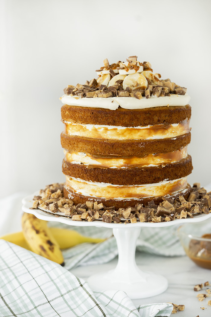 Banoffee Cake. Moist banana cake, layers of dulce de leche, fresh bananas and toffee crumbles. | thesugarcoatedcottage.com #bananacake #cake #caramel